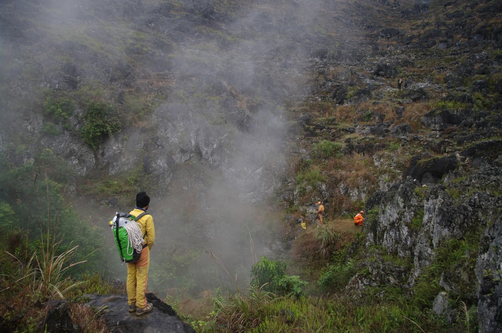 Una colonna di vapore alta decine di metri si alza dall ingresso di Shaowandong (foto Gilles Connes)